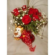 Jarra com tigre e rosas vermelhas